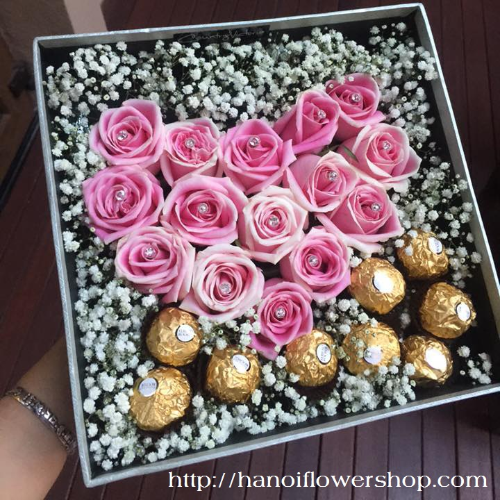 Roses with chocolate for romantic Valentine's day